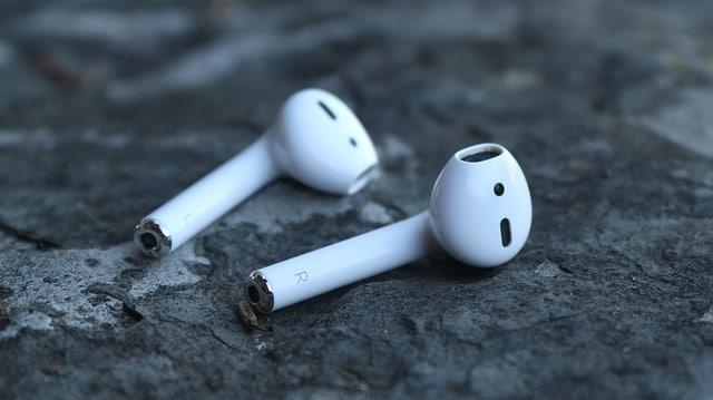 Apple AirPods sind einfach mobil und unglaublich einfach.